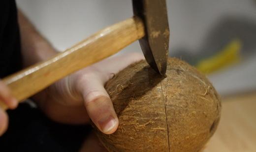 Молоток чтобы открыть кокос