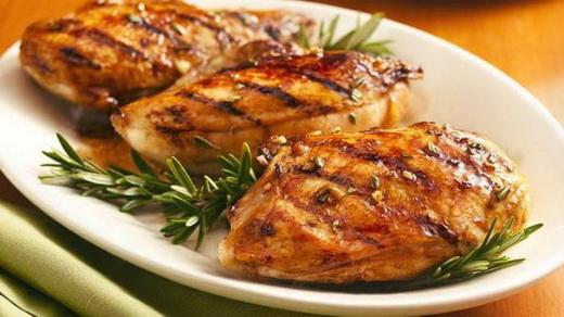 Куриные грудки в панировке с моховиками