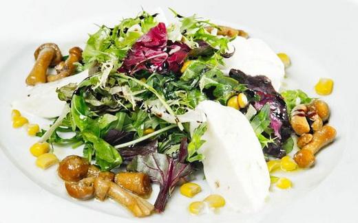 Салат с опятами и капустой