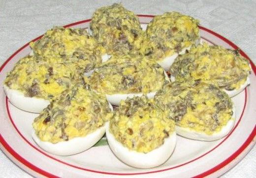 Фаршированные яйца с солюшками