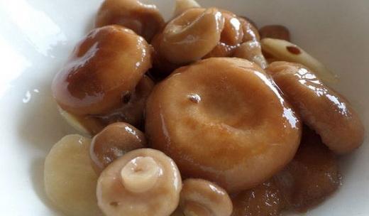 Закуска с маринованными волнушками