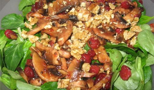 Салат с маринованными волнушками